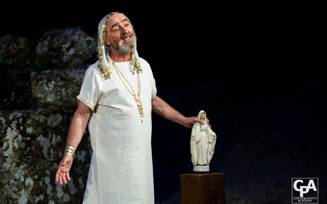 Andromaca da Euripide: ridere dell'ostilità. Lo spettacolo di Civica e I Sacchi di Sabbia